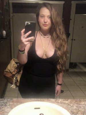 Davyna escort girls in Hornell NY & tantra massage