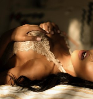 Myrna tantra massage in Town and Country