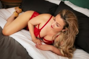 Nelsie live escorts in Alton IL and nuru massage