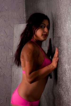 Ysabeau tantra massage and escort girl