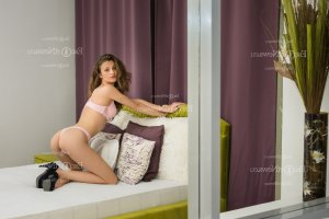 Luana erotic massage and live escort