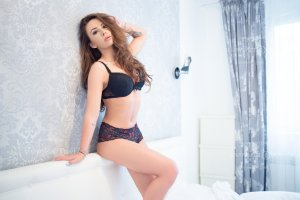 Hanako tantra massage and live escorts
