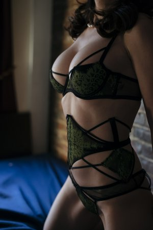 Zuzanna tantra massage in St. Louis